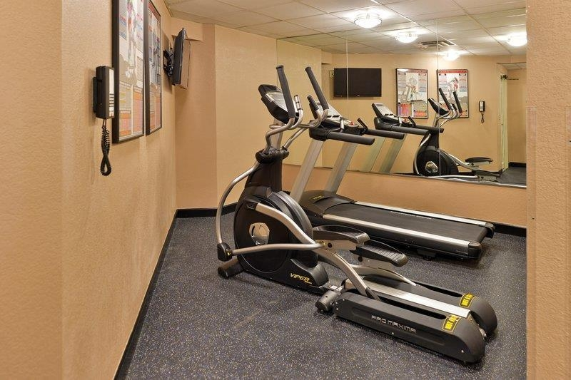 Best Western Plus Peak Vista Inn & Suites - Enjoy a workout in the fitness center.