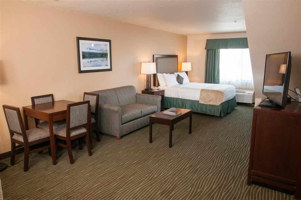 Best Western Plus Eagle Lodge & Suites - Multi-level Five Bedded Suite Downstairs