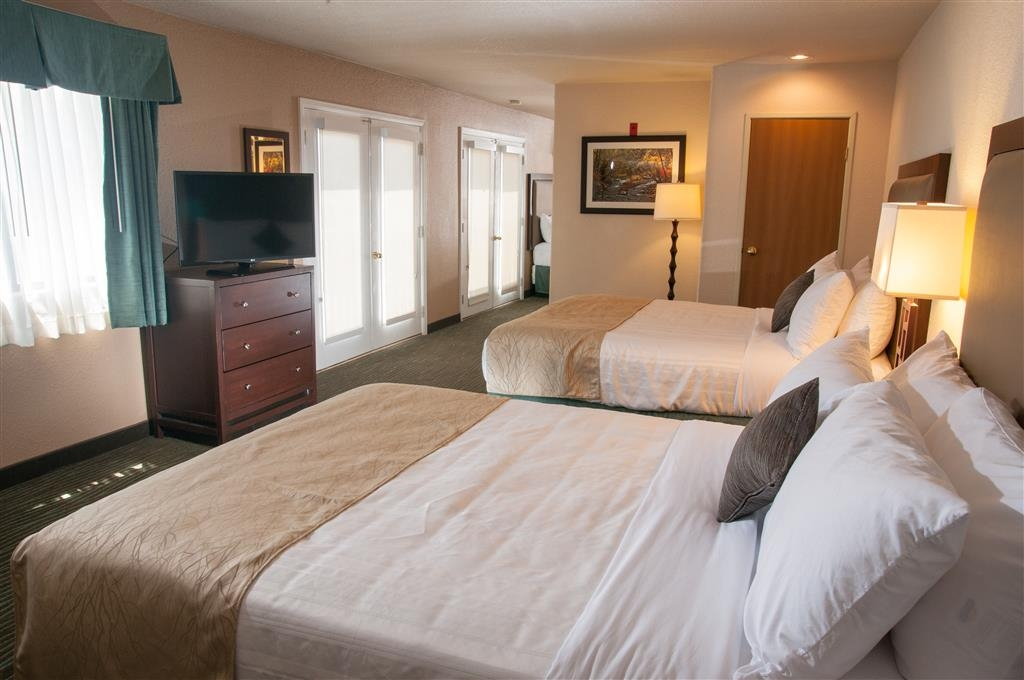 Best Western Plus Eagle Lodge & Suites - Multi-level Five Bedded Suite