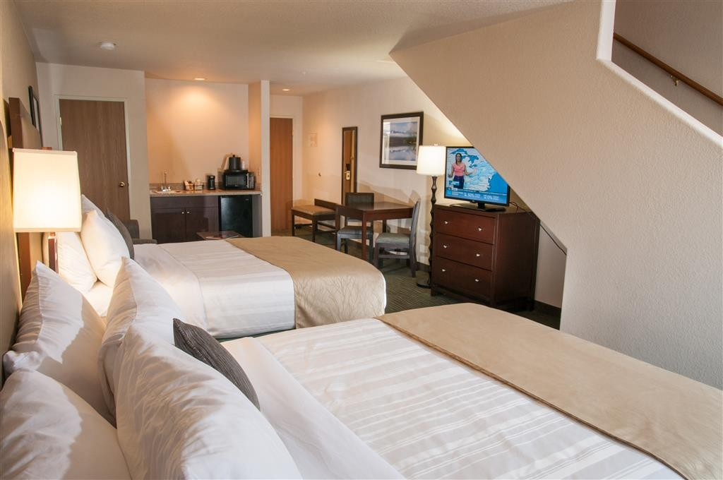 Best Western Plus Eagle Lodge & Suites - Multi-level Four Bedded Family Suite