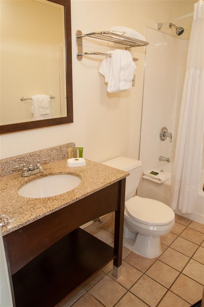 Best Western Plus Eagle Lodge & Suites - Guest Bathroom