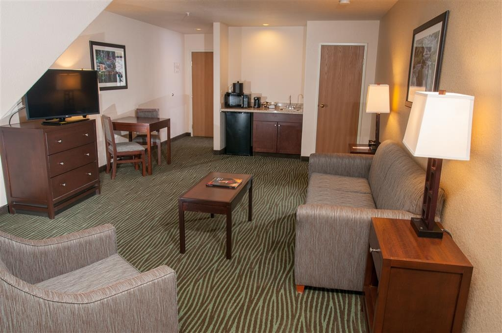 Best Western Plus Eagle Lodge & Suites - 1 Bedroom Executive Business Suite - Downstairs