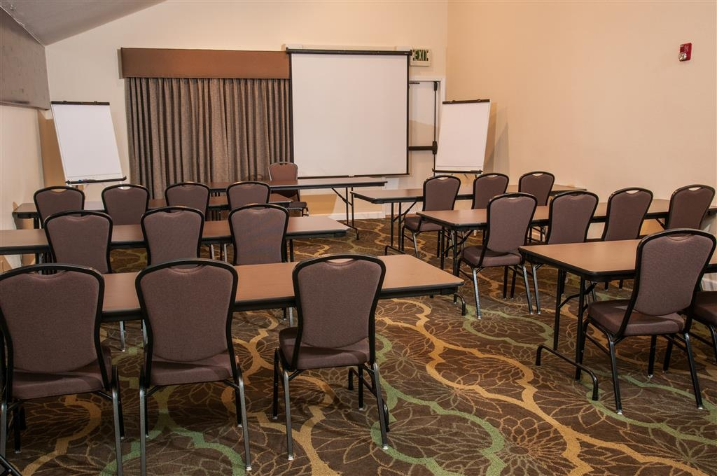 Best Western Plus Eagle Lodge & Suites - Our meeting rooms are the perfect setting for corporate events. Call our staff today!
