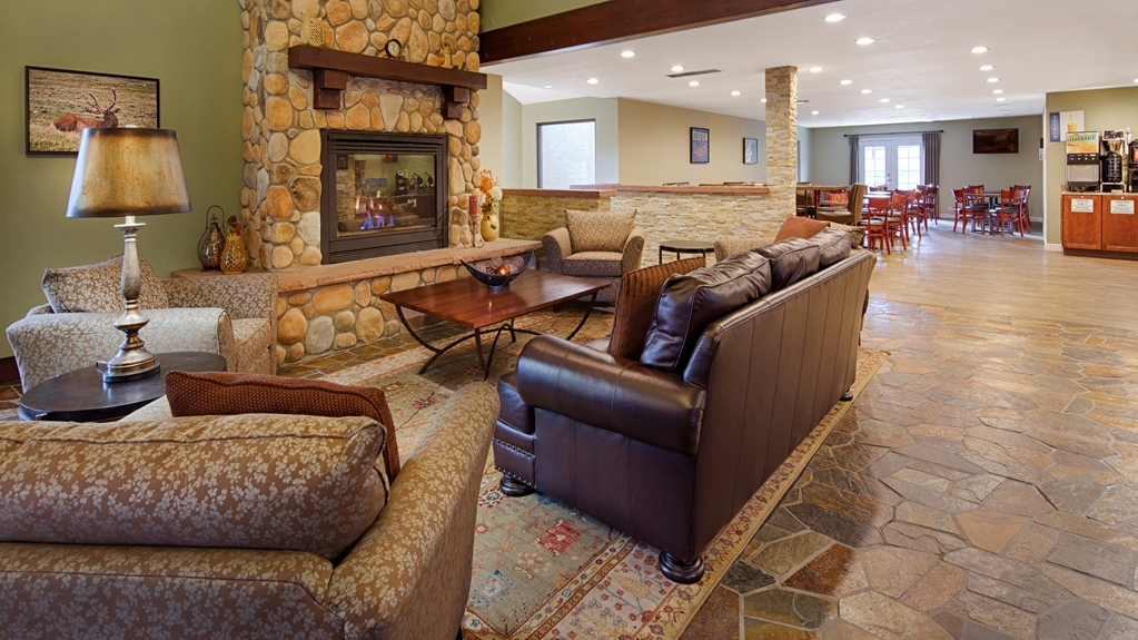 Best Western Plus Eagle Lodge & Suites - Welcoming Hotel Lobby and Guest Reception