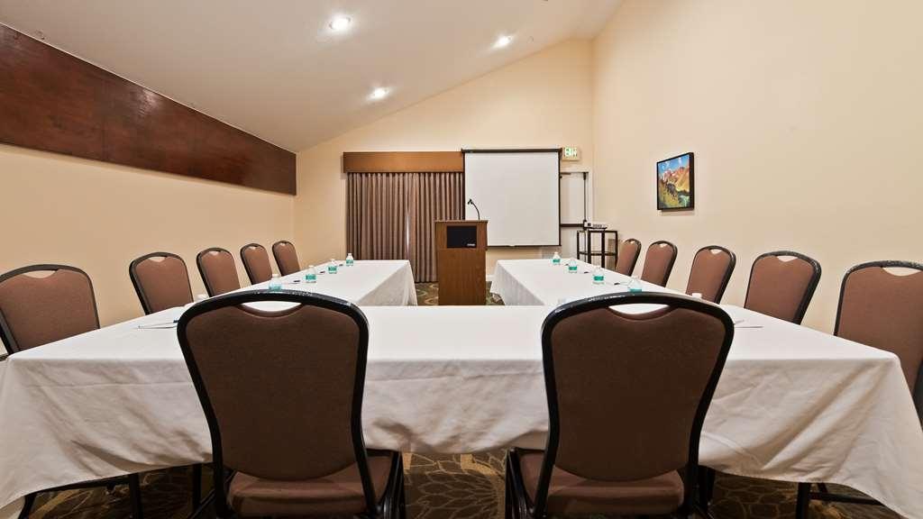 Best Western Plus Eagle Lodge & Suites - Meeting room