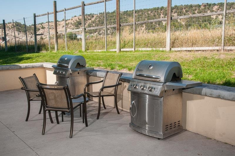 Best Western Plus Eagle Lodge & Suites - Complimentary use of barbeque facilities is available.