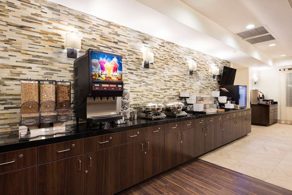 Best Western Plus Hudson Hotel & Suites - Breakfast Dining Area