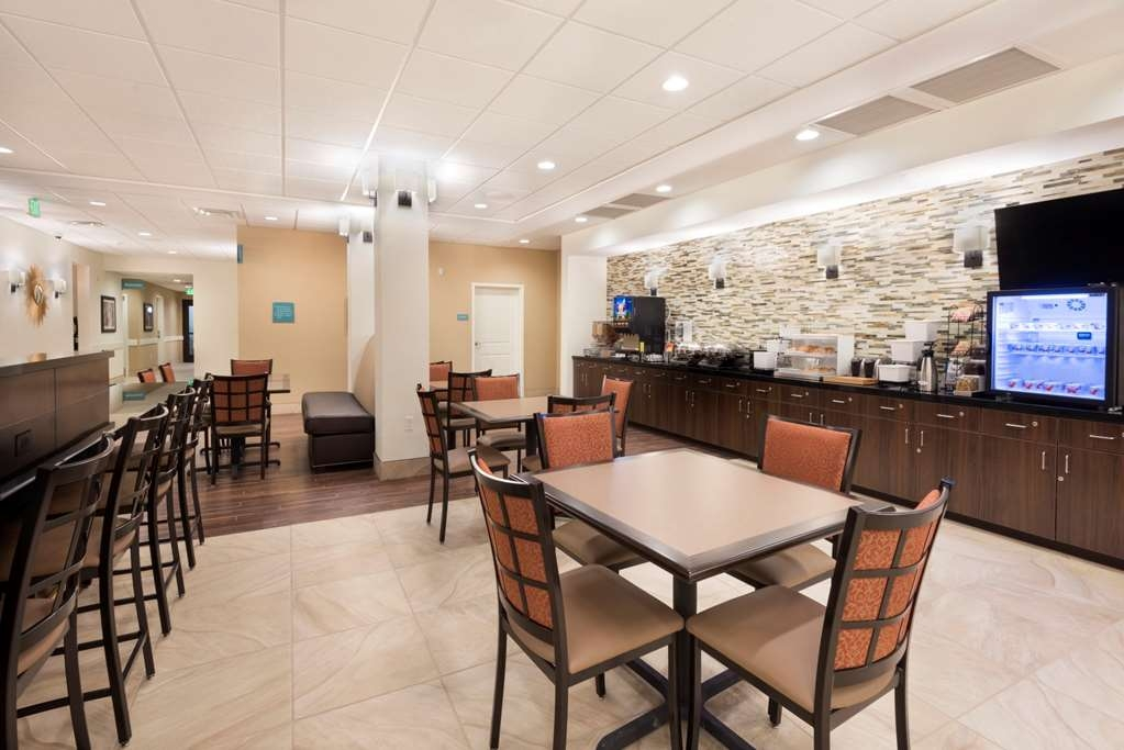 Best Western Plus Hudson Hotel & Suites - Breakfast Buffet