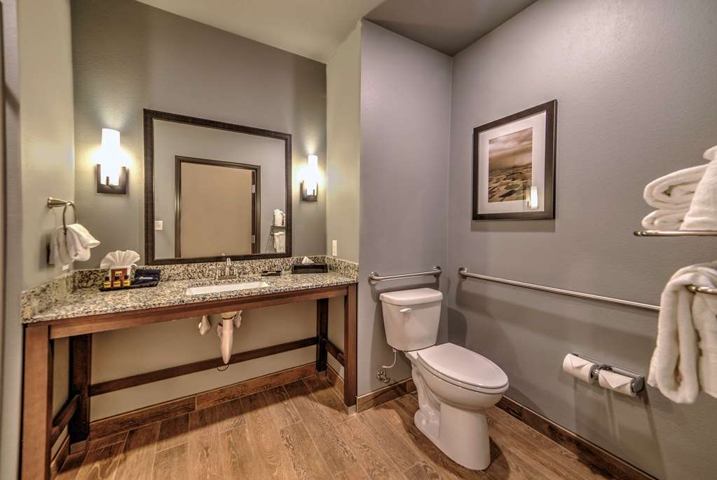 Best Western Plus Overland Inn - Our handicap accessible bathrooms offer the perfect space and safety.