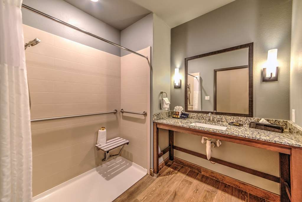 Best Western Plus Overland Inn - Our handicap accessible bathrooms offer the perfect space and safety features with optimal turning radius.