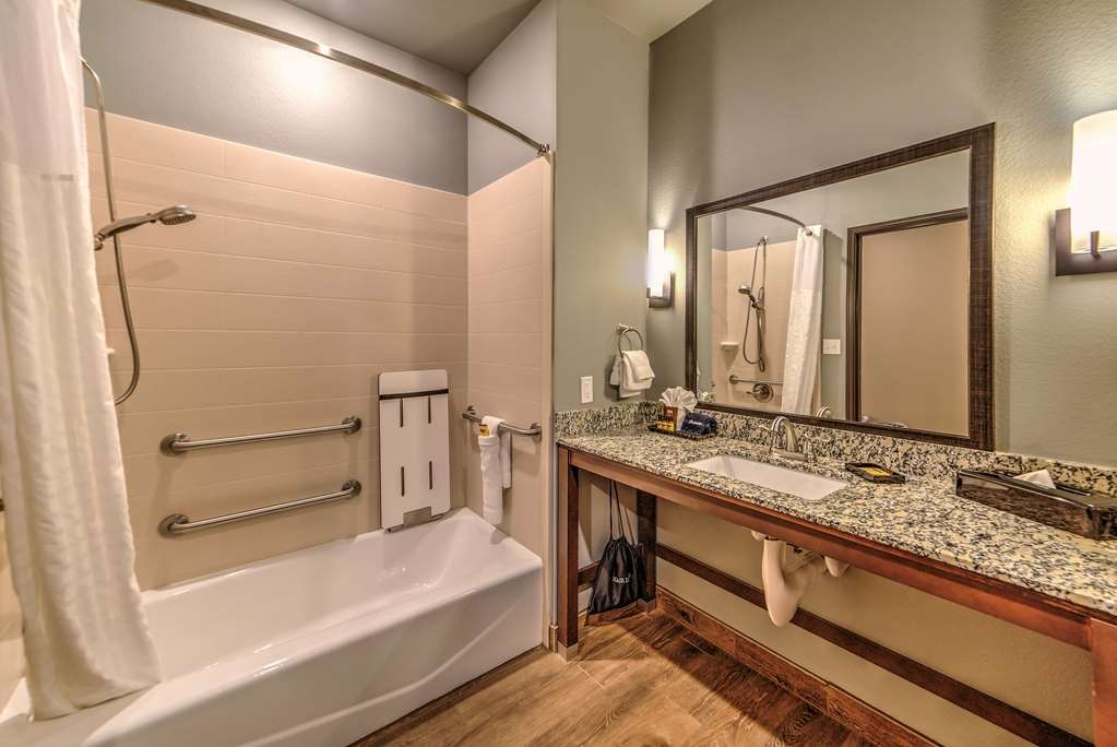 Best Western Plus Overland Inn - Our handicap accessible bathrooms offer the perfect space and safety features.