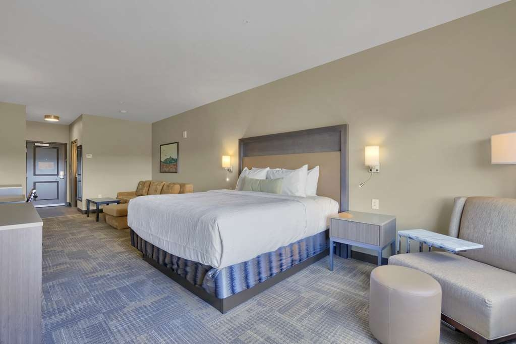 Best Western Plus Executive Residency Fillmore Inn - Your comfort is our first priority. In our king suite room, you will find that and much more.