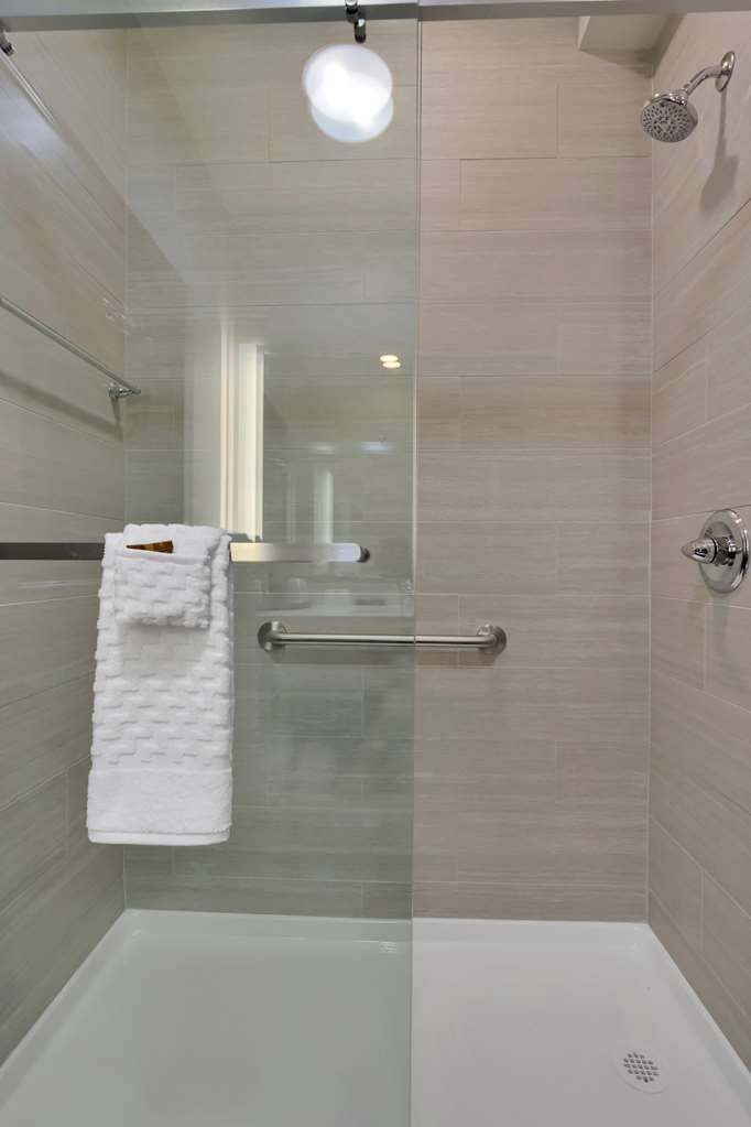 Best Western Plus Executive Residency Fillmore Inn - Upgraded bathrooms are just some of our new enhancements at our hotel.