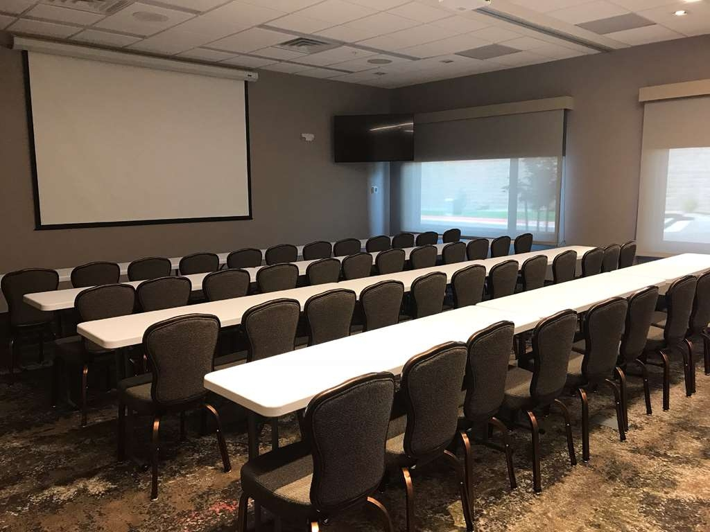 Best Western Plus Executive Residency Fillmore Inn - Need to schedule a meeting for business? We have space available for you and your clients.