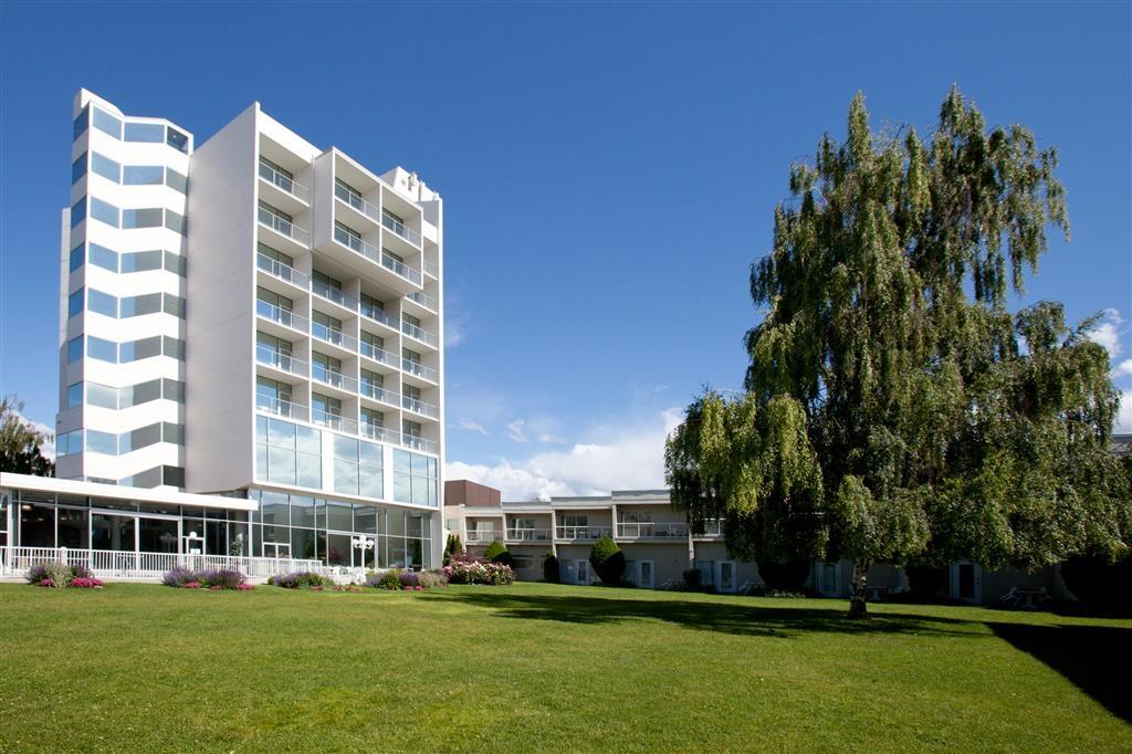 Best Western Plus Kelowna Hotel & Suites - Hotelinnenhof
