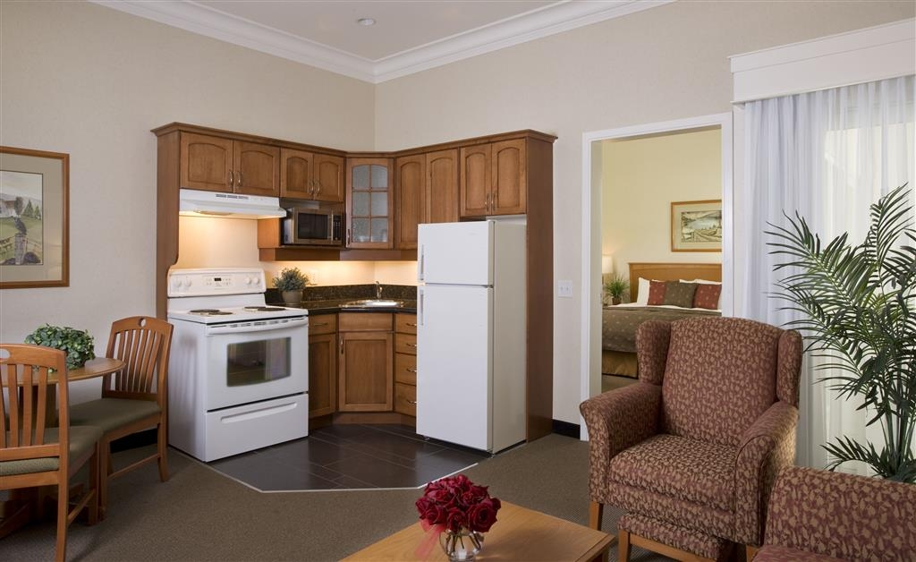 Best Western Plus Kelowna Hotel & Suites - One bedroom suite with one king bed, sofa bed in the living room, full kitchen with oven/stove top.