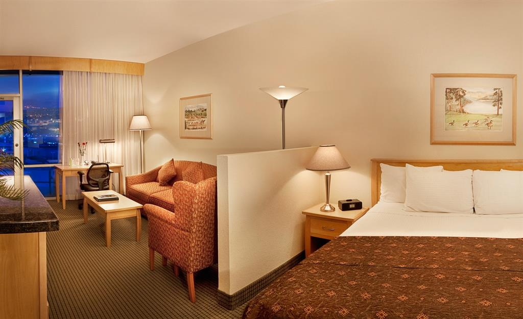 Best Western Plus Kelowna Hotel & Suites - Executive Tower Room with King Bed, with Adjacent Sitting Area, Large Bathroom