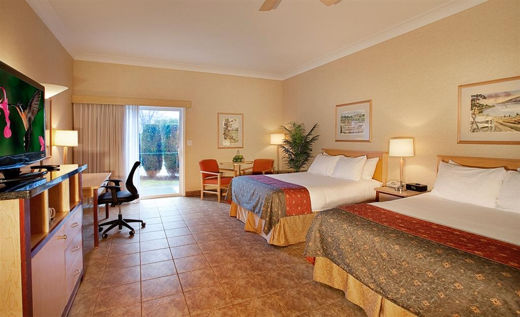 Best Western Plus Kelowna Hotel & Suites - Pet Friendly Room in the Deluxe Section, Ground Floor, with 2 Queen Beds, Walk-Out Patio