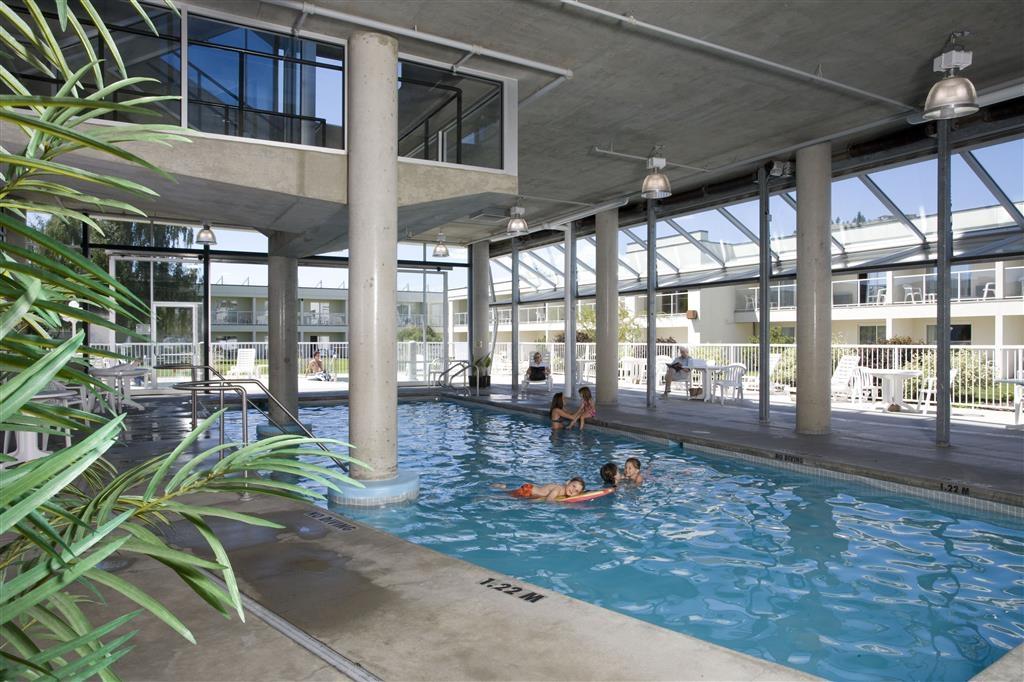 Best Western Plus Kelowna Hotel & Suites - Vista de la piscina