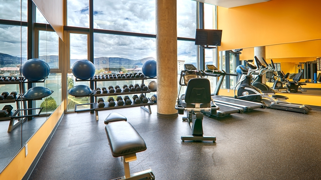 Best Western Plus Kelowna Hotel & Suites - Burn off last night's dinner in our newly renovated fitness center with a full selection of equipment.