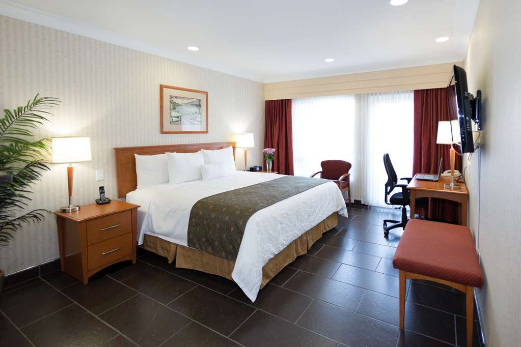 Best Western Plus Kelowna Hotel & Suites - Standard King ADA Mobility Accessible, Ground Floor, with Roll In Shower