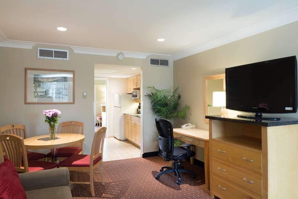 Best Western Plus Kelowna Hotel & Suites - One bedroom suite with Queen bed. Galley Kitchen has a refrigerator, stove top, microwave and sink. Living room has queen sofa bed.