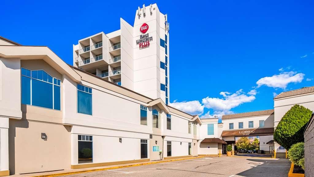 Best Western Plus Kelowna Hotel & Suites - Facciata dell'albergo