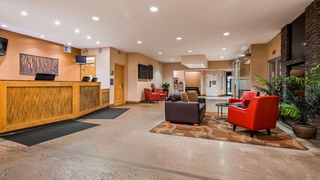 Best Western Plus Kelowna Hotel & Suites - Vista del vestíbulo