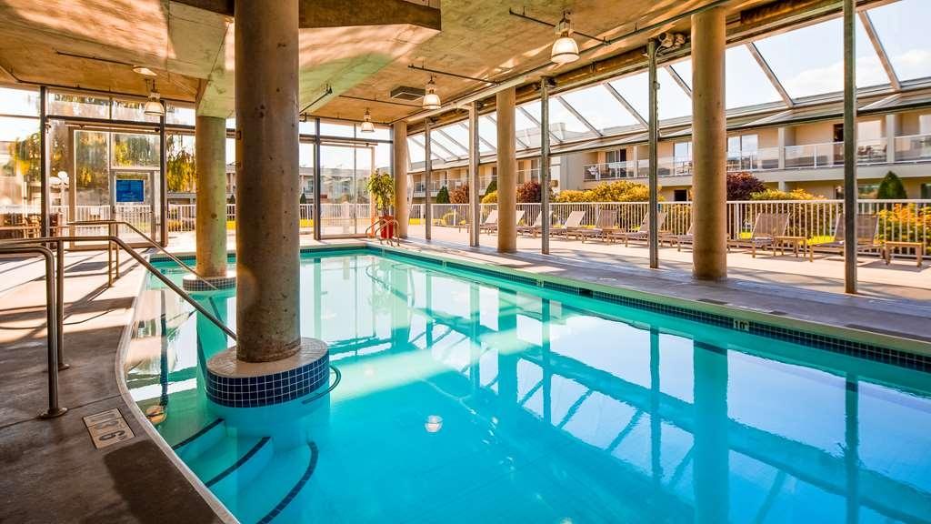 Best Western Plus Kelowna Hotel & Suites - Piscina