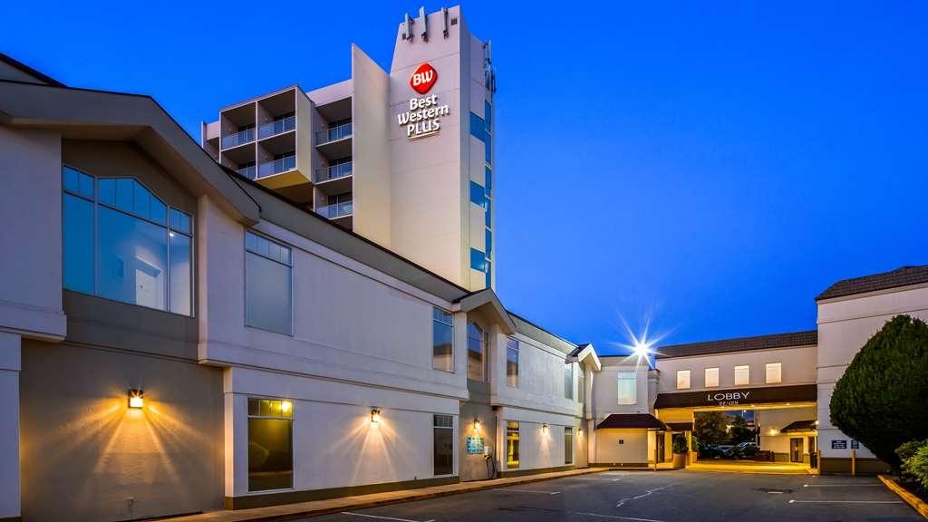 Best Western Plus Kelowna Hotel & Suites - Vista Exterior