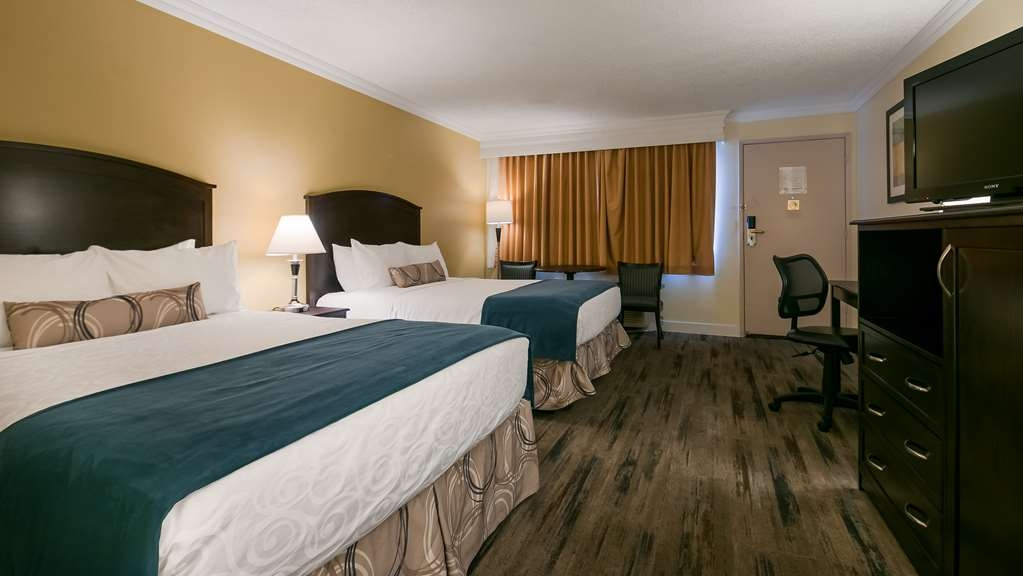 Best Western Plus Burnaby Hotel - Guest Room with Two Queen Size Beds