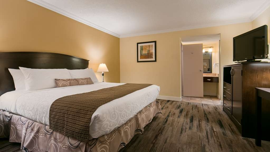Best Western Plus Burnaby Hotel - Guest Room with One King Size Bed