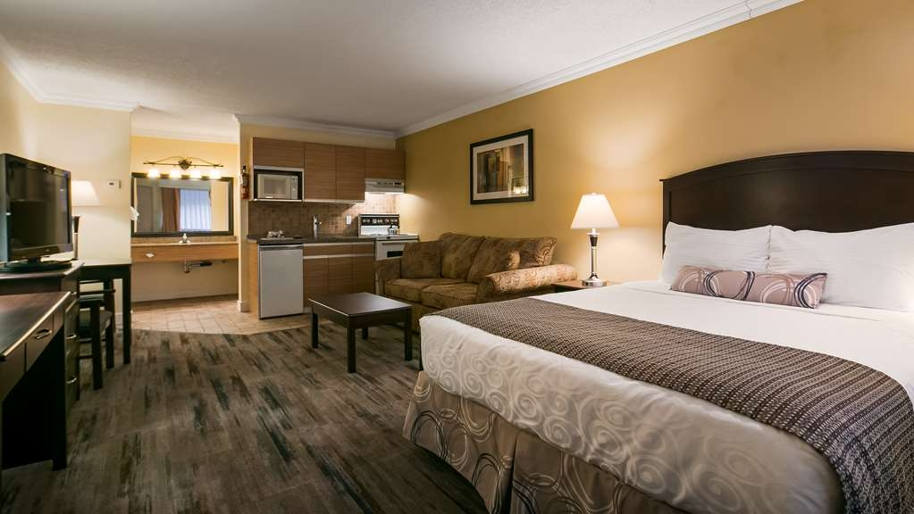 Best Western Plus Burnaby Hotel - One Queen Size Bed Guest Room with Kitchenette