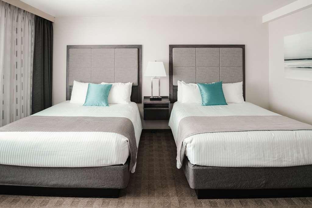 Best Western Plus Sands - Nos chambres avec 2 lits queen size peuvent accueillir jusqu'à 4 personnes et disposent d'équipements modernes tels que télévision à écran plat et réveil avec lecteur MP3.