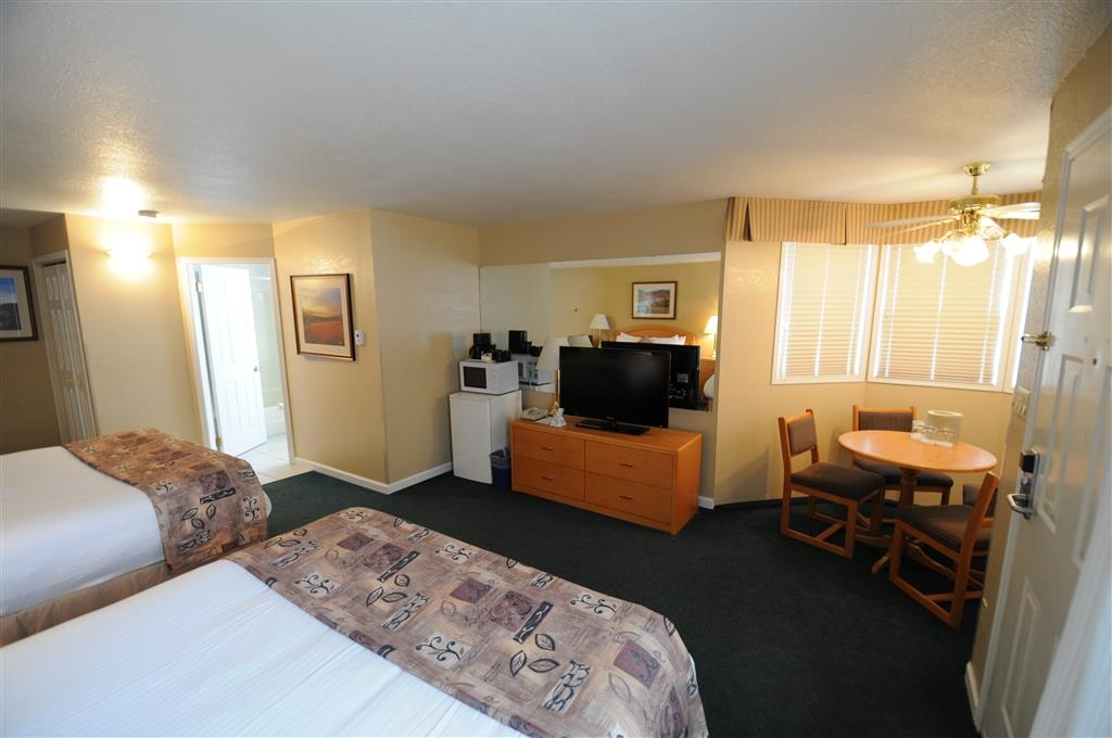Best Western Inn at Penticton - Two Queen Standard Guest Room