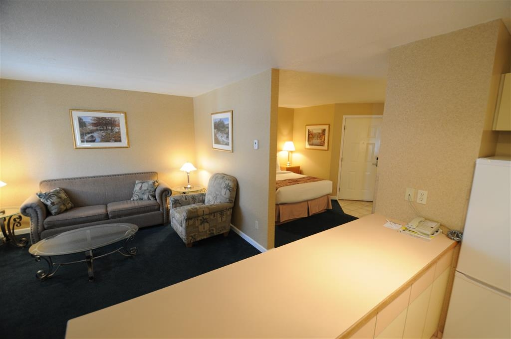 Best Western Inn at Penticton - Queen Executive Suite with Sofabed & Kitchenette