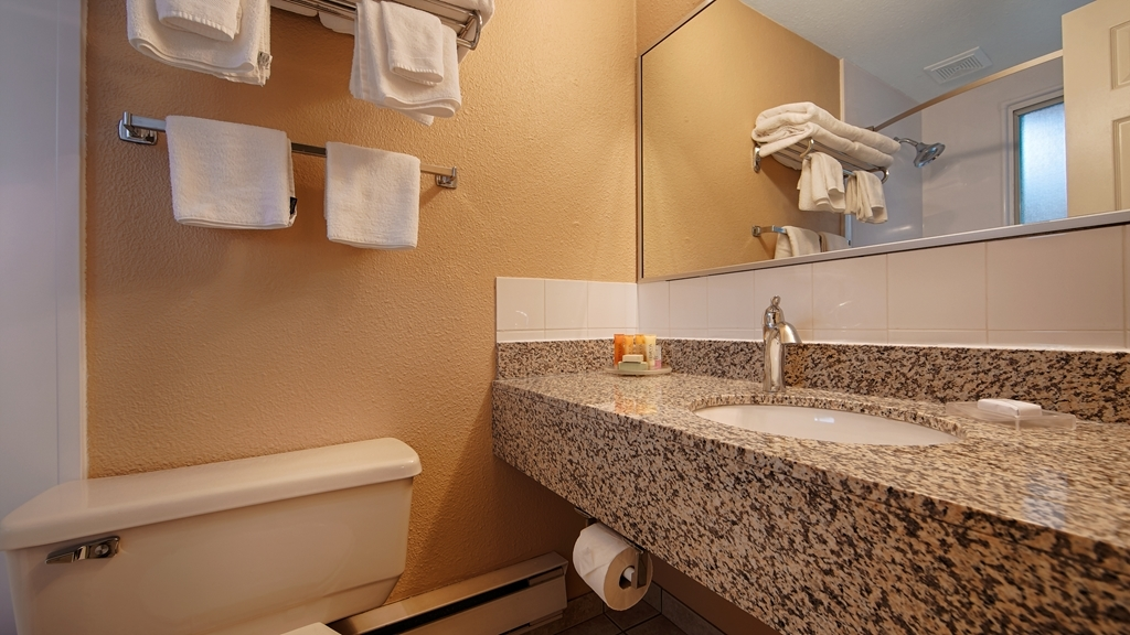 Best Western Inn at Penticton - Enjoy getting ready for the day in our fully equipped guest bathrooms.