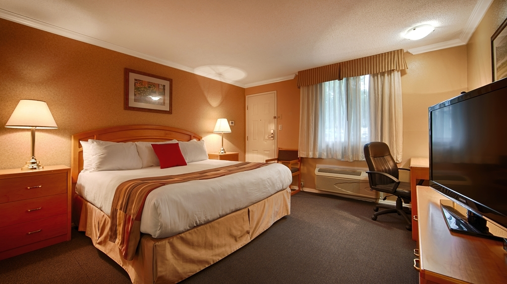 Best Western Inn at Penticton - Stretch out and relax in a one king, one queen or one double guest room.