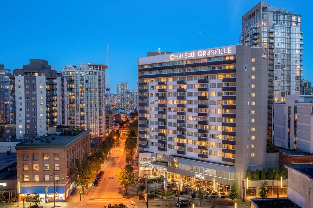 Best Western Plus Chateau Granville Hotel & Suites & Conference Ctr. - Stay with us in the heart of downtown Vancouver and enjoy the breath taking city view