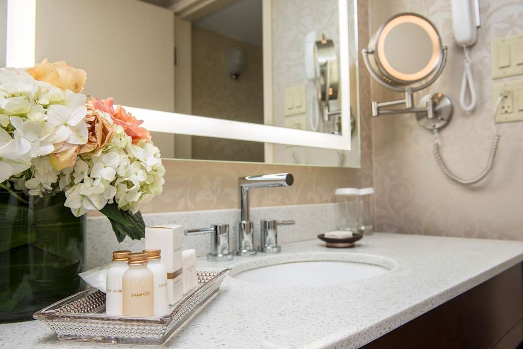 Best Western Plus Chateau Granville Hotel & Suites & Conference Ctr. - Our king bathroom includes a luxurious rain shower (standing shower) and built-in bidet toilet.
