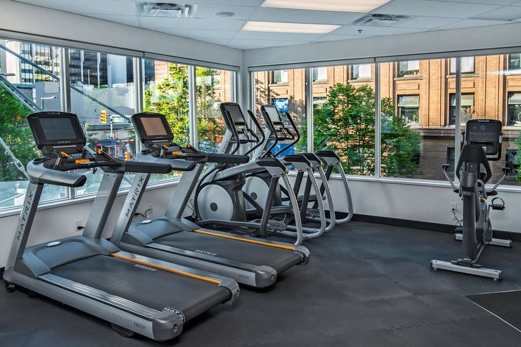 Best Western Plus Chateau Granville Hotel & Suites & Conference Ctr. - Our fitness center offers a panoramic view, fully equipped with integrated LCD screens, cardiovascular equipment, free weights and other fitness essentials.