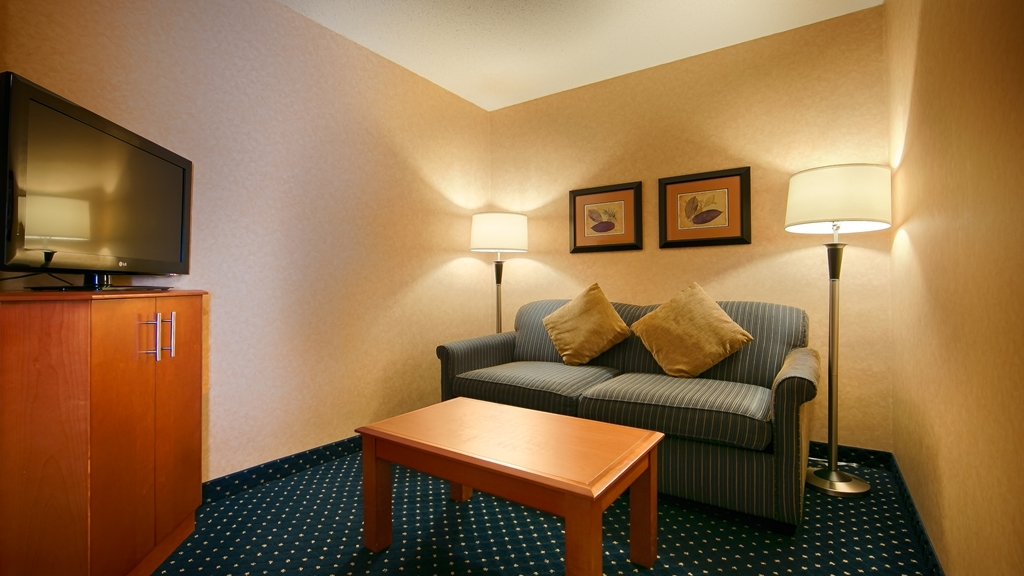 Best Western Plus Langley Inn - There is plenty of room to entertain multiple guests in our spacious living areas.