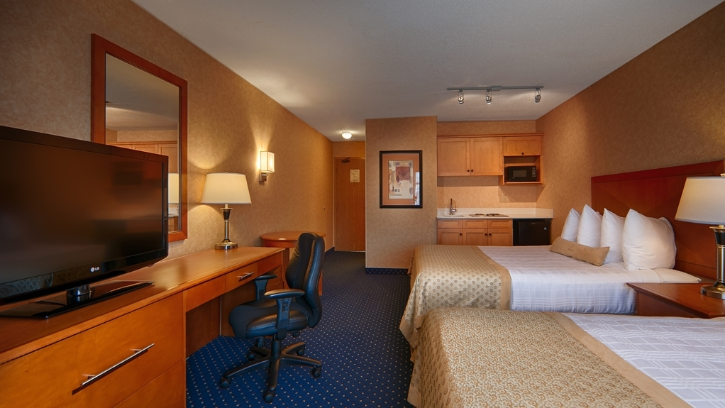 Best Western Plus Langley Inn - At the end of a long day, relax in our clean, fresh two queen guest room with a kitchenette.