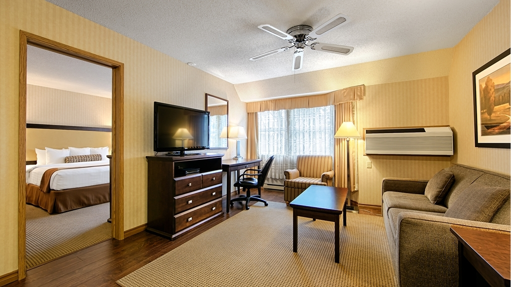 Best Western Plus Emerald Isle Hotel - King Suite