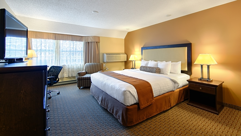 Best Western Plus Emerald Isle Hotel - King Bed Guest Room