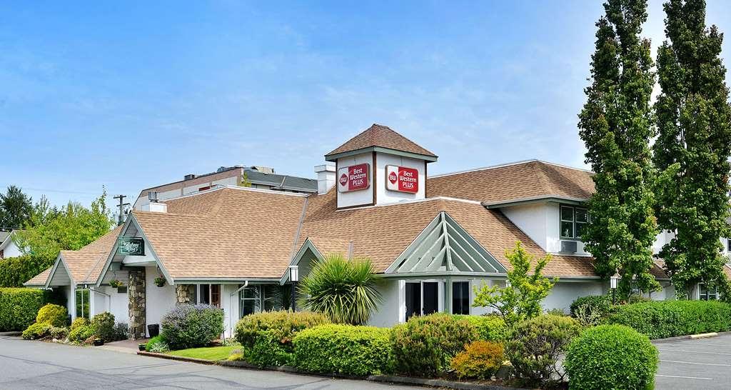 Best Western Plus Emerald Isle Hotel - Außenansicht