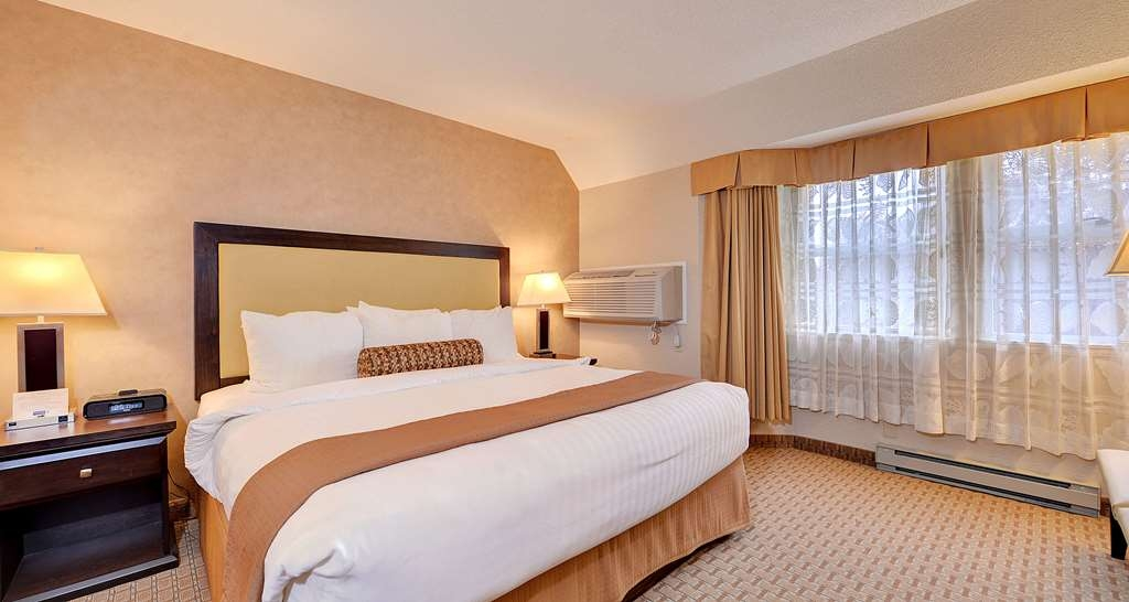 Best Western Plus Emerald Isle Hotel - One King Bed Suite with Living Room and Kitchen