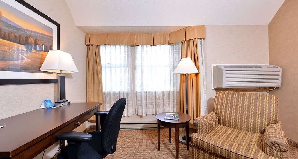 Best Western Plus Emerald Isle Hotel - One King Bed Guest Room