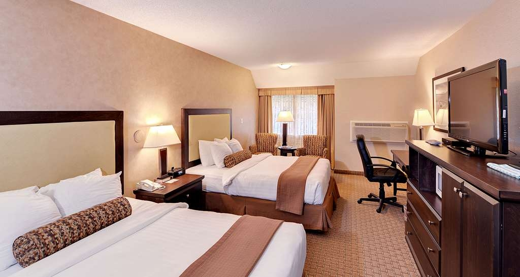 Best Western Plus Emerald Isle Hotel - Two Queen Bed Guest Room