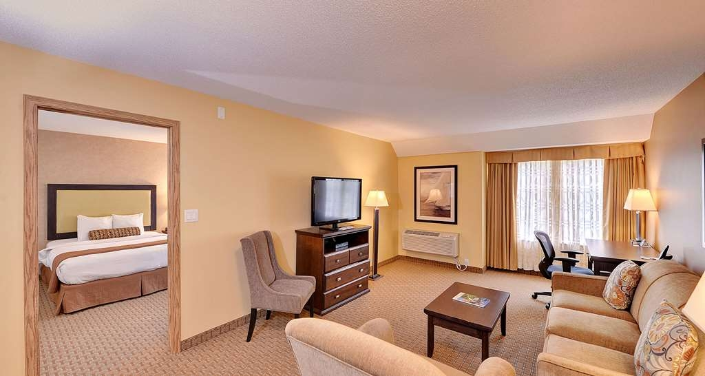 Best Western Plus Emerald Isle Hotel - Two Queen Bed Suite